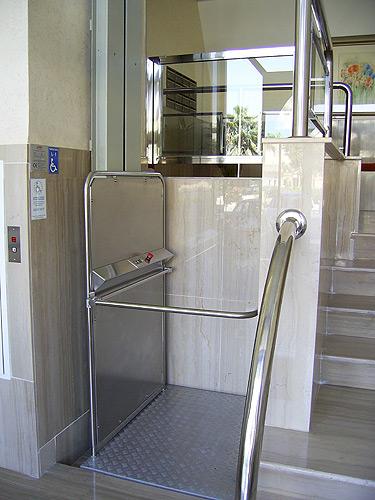 Solteva elevaci n elevador vertical corta altura epa 1 for Salvaescaleras vertical